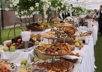 Jeden z bufetów deserowych podczas obsługi uroczystości z okazji rocznicy Powstania Warszawskiego ( 30.07.2012)-2500 osób