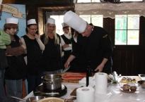 """Szkoła gotowania """"Oycowizna""""- doskonały pomysł na kreatywną i smaczną integrację, a także imprezy okolicznościowe!"""