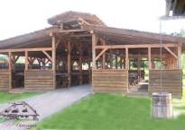 Ręcznie zdobiona altana w ogrodzie Gościńca Oycowizna przeznaczona dla 120 os.